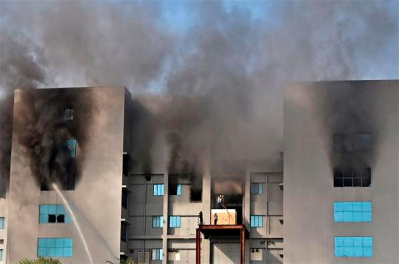 incendio fábrica vacunas India