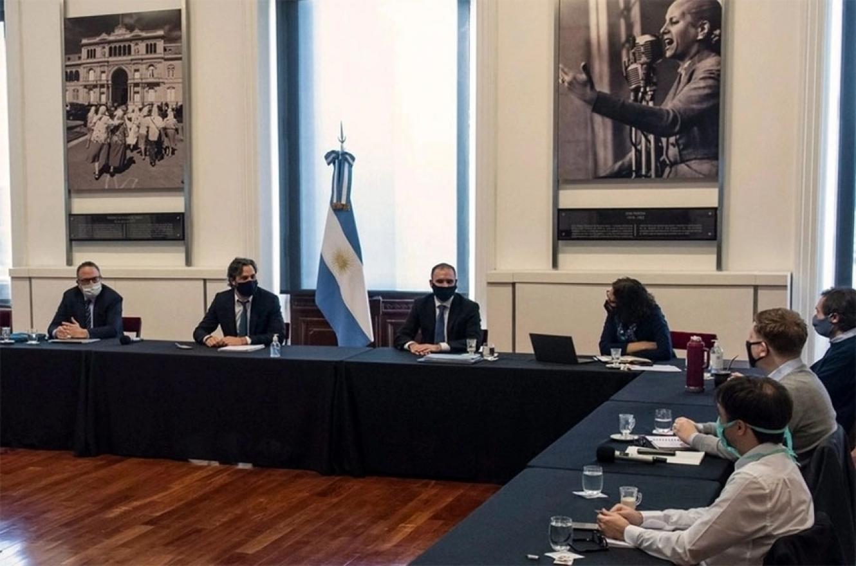 Reunión del Gabinete Económico en la cual se definió la prórroga de la doble indemnización y la prohibición de despidos.