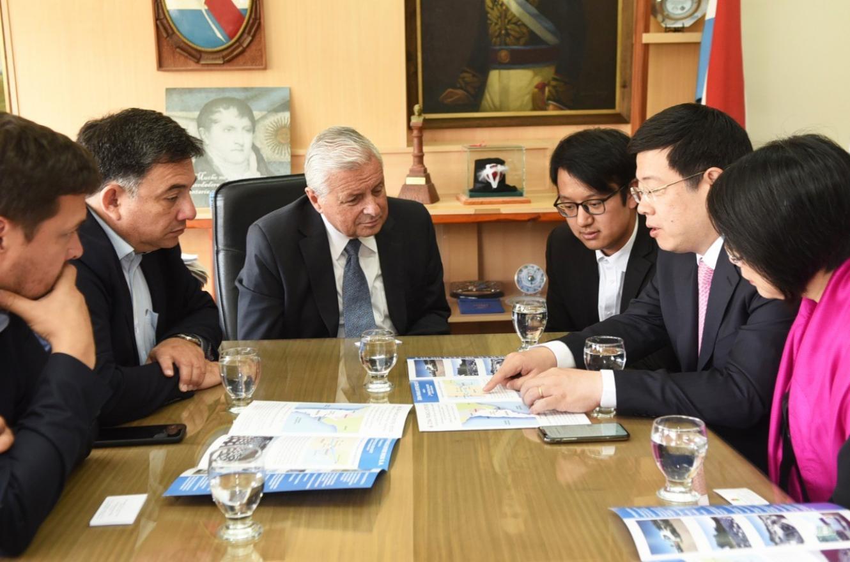 Lauritto junto al embajador de China y comitiva
