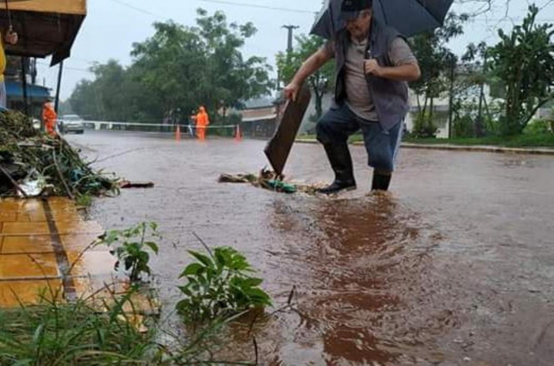 basura en Paraná provoca anegamientos