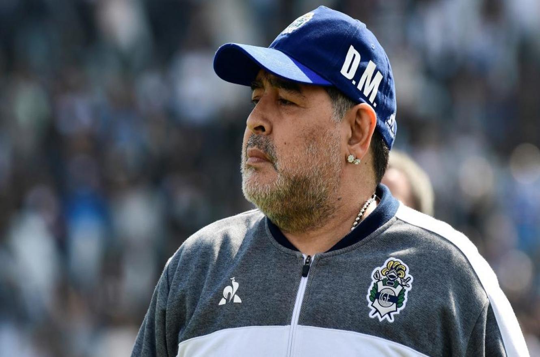 El presidente de Gimnasia La Plata oficializó la renuncia de Diego Maradona como DT