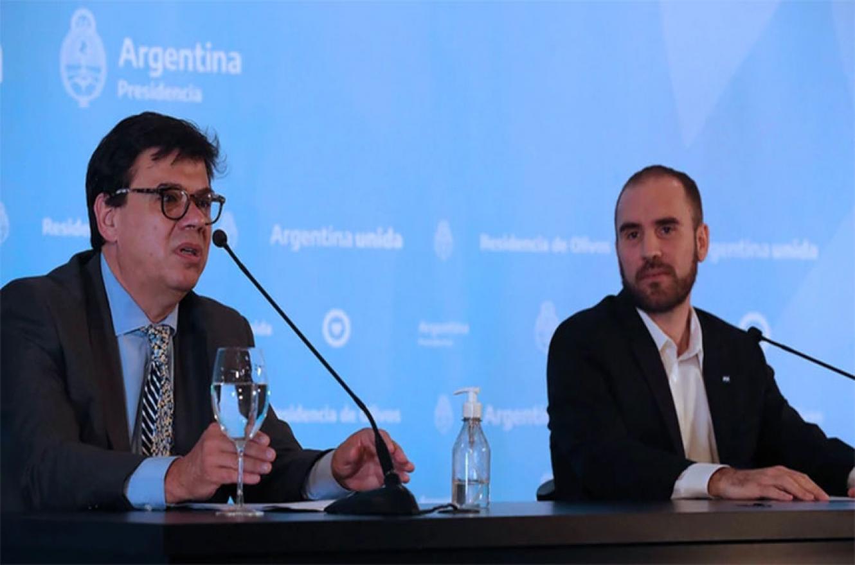 Los ministros de Trabajo, Claudio Moroni, y de Economía, Martín Guzmán, anunciando el IFE el pasado 23 de marzo.