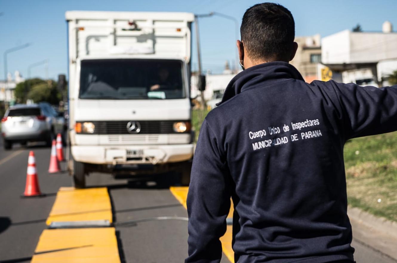 Realizan operativos de control de cargas en camiones en Paraná