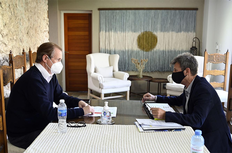 El gobernador Gustavo Bordet fue informado por ministro de Planeamiento, Infraestructura y Servicios, Marcelo Richard, los detalles del trabajo que se realizan para no detener la obra pública, más allá de la pandemia que afecta a la comunidad y a diferentes sectores.