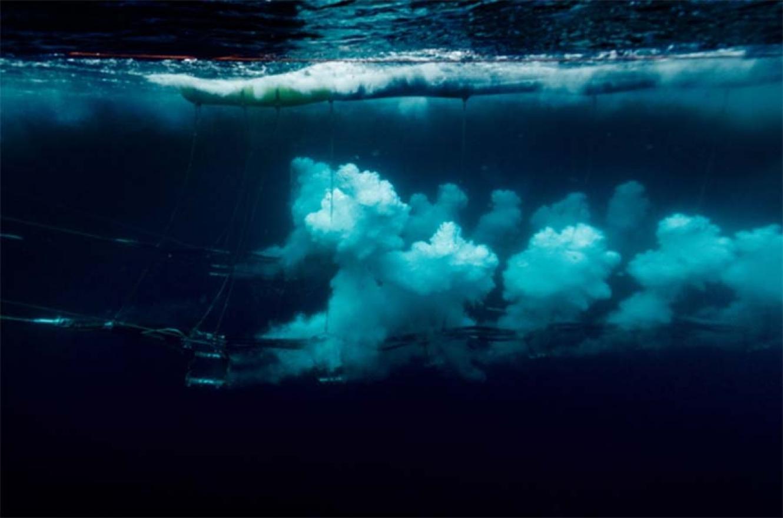 """Imágenes tomadas por Greenpeace durante una """"exploración sísmica"""" en aguas cercanas a Groenlandia."""