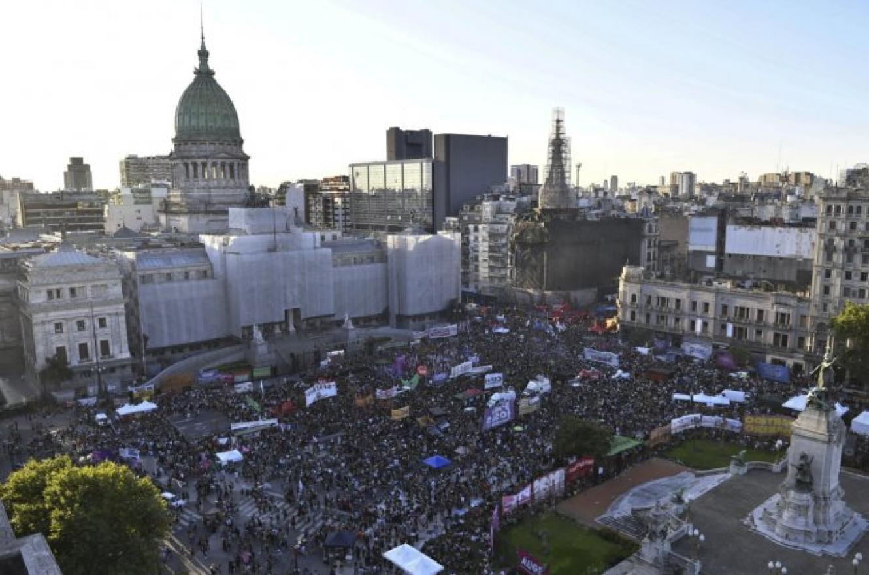 Miles de mujeres marcharon en reclamo de la ley de legalización del aborto