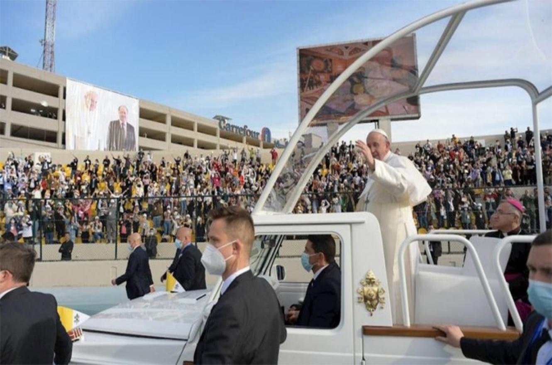 """A los fieles que lo acompañaron, el papa Francisco les pidió que """"trabajen juntos en unidad por un futuro de paz y prosperidad que no discrimine ni deje atrás a nadie""""."""