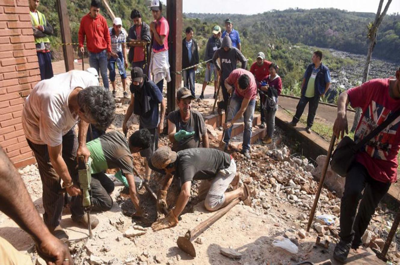 Los restos fueron descubiertos debajo del piso de uno de los baños de una casa que perteneció al dictador paraguayo Alfredo Stroessner.