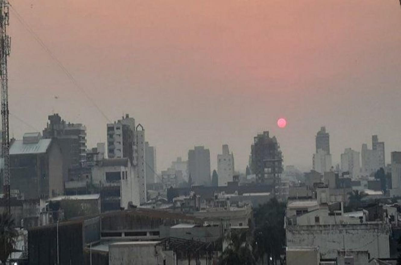Paraná volvió a cubrirse de humo proveniente de los incendios en las islas