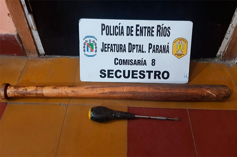 Con un bate y un destornillador intentaron agredir a policías en Paraná