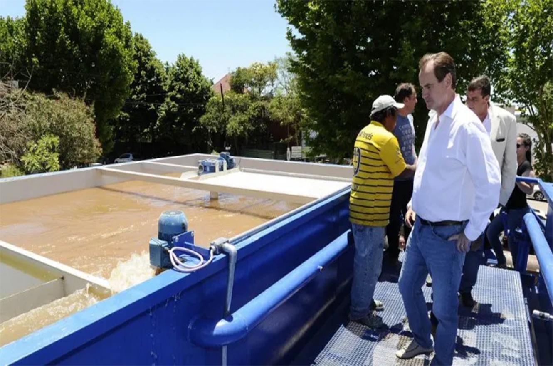El gobernador Gustavo Bordet firmó en abril del año pasado, el contrato de obra para construir en Villa Paranacito una nueva planta potabilizadora con una inversión de 12 millones de pesos.