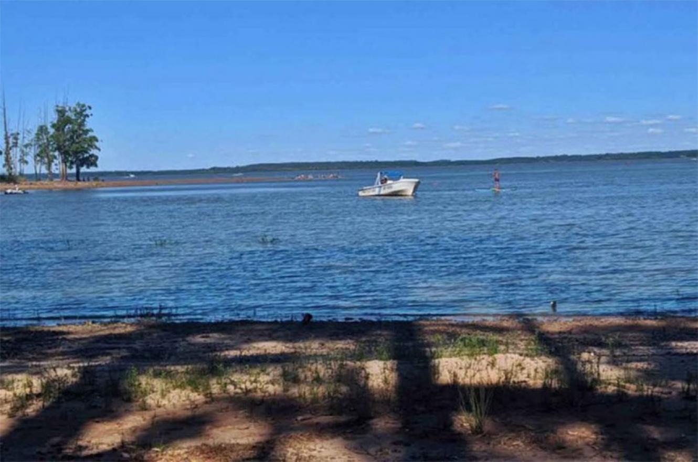 Prefectura busca el cuerpo de un joven que se habría ahogado en el Lago de Salto Grande.