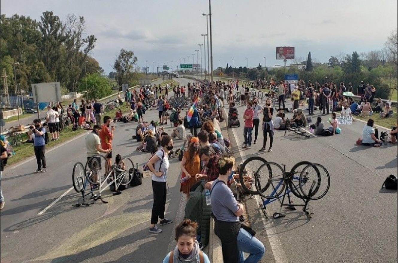 protesta puente Rosario-Victoria por quema de islas