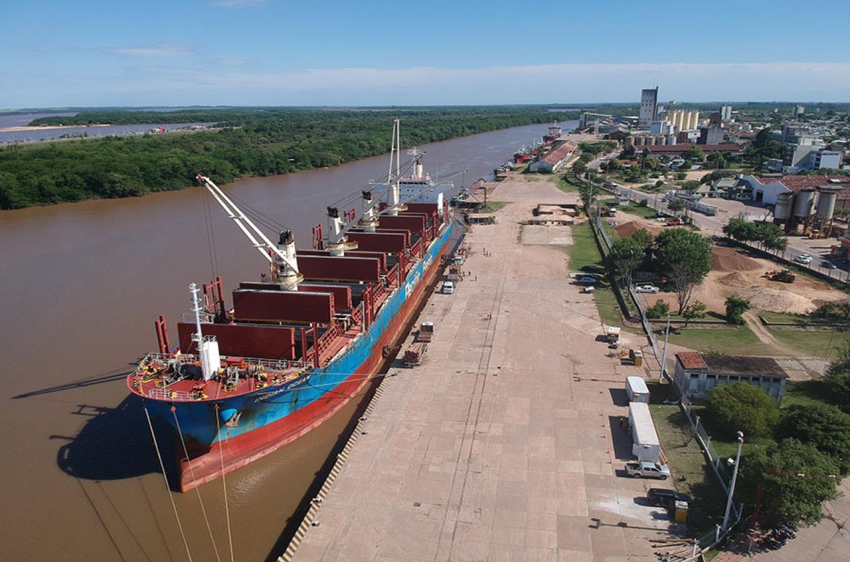 El viernes ingresó el buque Indian Ocean al puerto de Concepción del Uruguay para embarcar madera con destino de exportación.