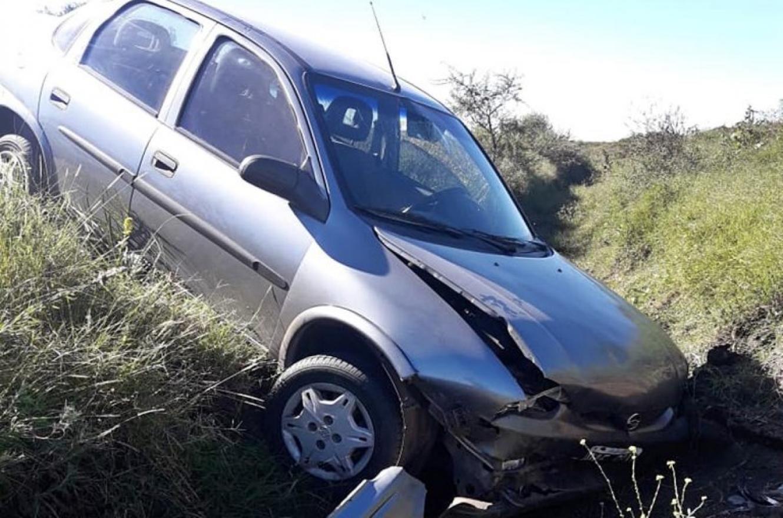 Un auto despistó en ruta 5 y la conductora terminó con graves lesiones