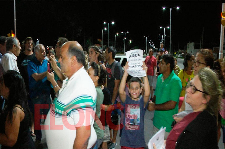 reclamo por falta de agua en Paraná