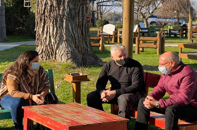 El referente de Gualeguaychú del Frente Renovador, Enrique Ghiglione y la concejala Sofía Ghiglione mantuvieron un encuentro con Raúl Pérez, enviado por Sergio Massa.