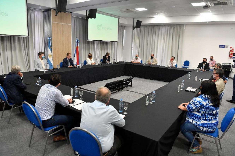 """El Ejecutivo presentó aportes para consensuar un proyecto """"de buenas prácticas agrícolas"""""""