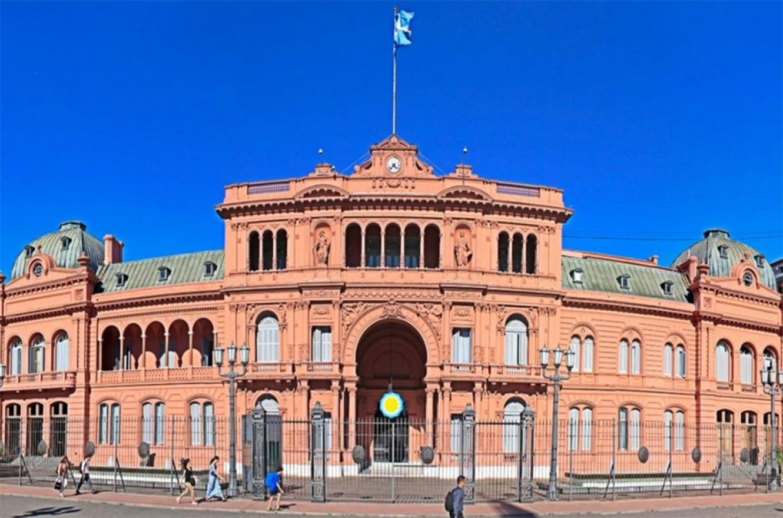 El sueldo del Presidente -en términos comparativos con el sector privado y otros presidentes del mundo-, es relativamente bajo. No obstante, en la Argentina se espera un ajuste de la política.