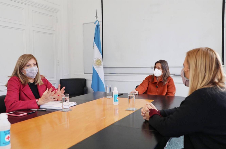 La ministra de Seguridad de la Nación, Sabina Frederic y la subsecretaria de Programación Federal y Articulación Legislativa, Silvia La Ruffa, recibieron a la ministra de Gobierno y Justicia, Rosario Romero.