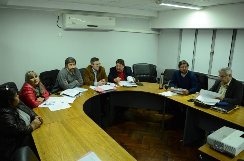 comisión de acuerdos