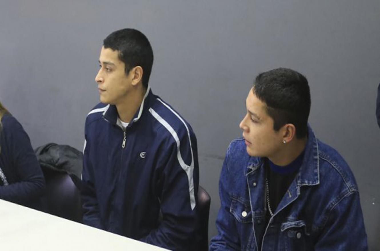 Los hermanos Alexis y Brian Siboldi están bajo prisión domiciliaria en el barrio Paracao, pero los vecinos reclaman que sean trasladados a otra zona.