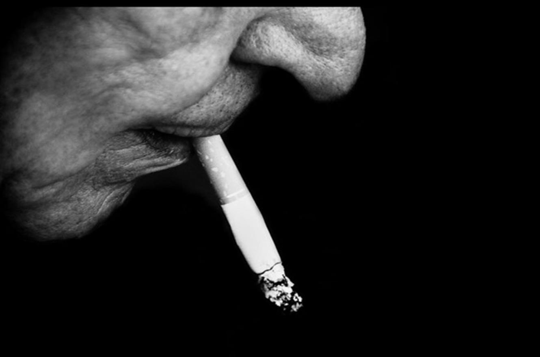 En un fallo sin precedentes, la Justicia condenó a una tabacalera a indemnizar a la familia de un hombre que murió de cáncer de pulmón.
