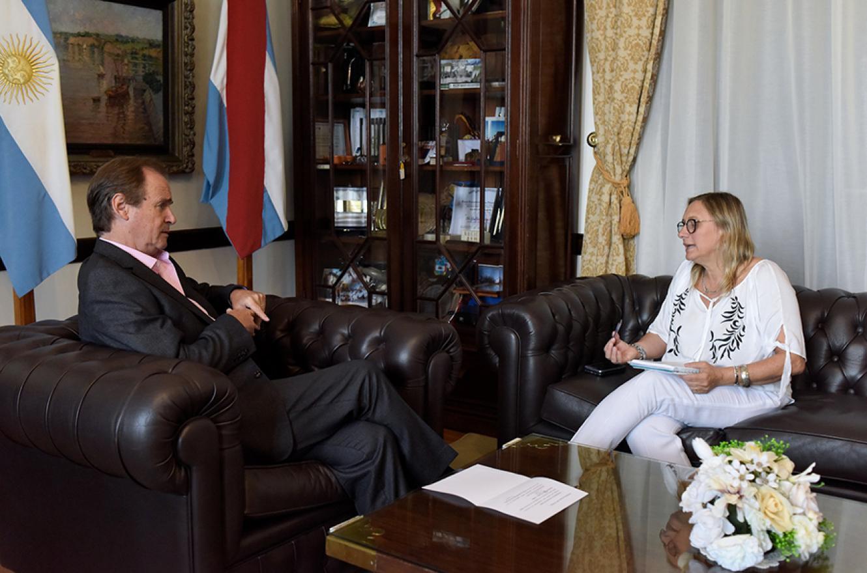 El gobernador Gustavo Bordet y la ministra de Desarrollo Social, Marisa Paira.