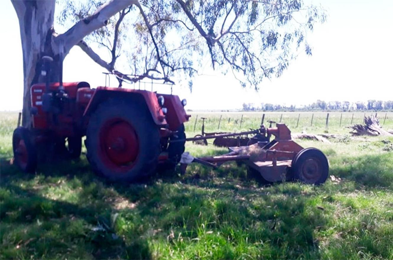 Un trabajador rural murió al caer del tractor que manejaba
