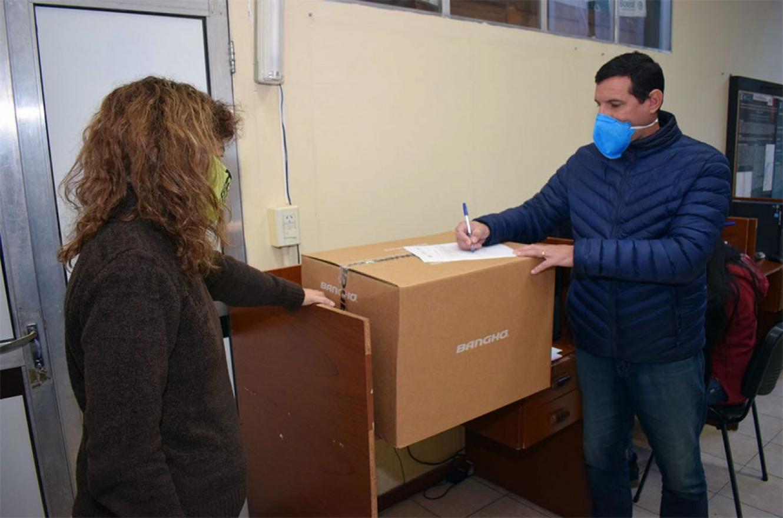 Efectores de los Departamentos Paraná; Gualeguaychú; Gualeguay y Victoria recibieron computadoras para reformar el trabajo de los vacunatorios y de los Centros de Salud.