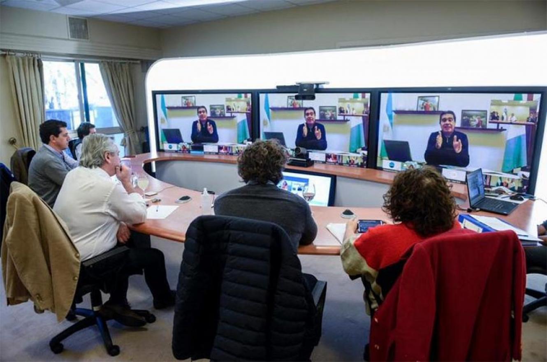 A través de videoconferencia desde Olivos, el Presidente dialogó con el jefe de gobierno porteño, Horacio Rodríguez Larreta; y los mandatarios provinciales de Buenos Aires, Córdoba, Chaco y Río Negro. Les adelantó algunas de las medidas que anunciará hoy.