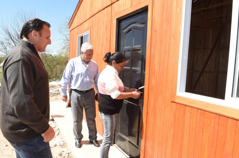 Entregaron viviendas de madera en barrios de Concepción del Uruguay