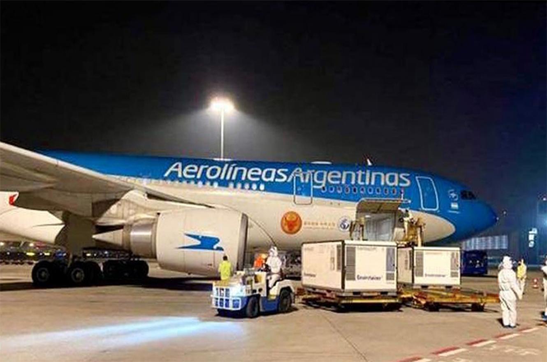 Llegó otro vuelo de Aerolíneas Argentinas con 384 mil vacunas Sinopharm