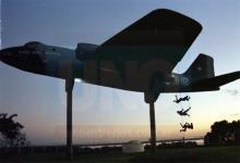 En 2005, familiares de víctimas de la dictadura realizaron una intervención en Paraná; para representar los vuelos de la muerte.