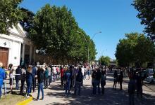 Una multitud salió al paso del cortejo fúnebre para despedir al intendente Federico Bogdan.