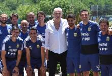 El paranaense Roberto Ayala se reunió junto a Lionel Scaloni con César Menotti en Ezeiza