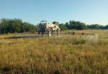 El Foro Ecologista y Agmer acudieron a la Justicia para que se declare inconstitucional el decreto del Gobierno provincial que establece límites a las aplicaciones agrotóxicas.