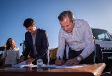 Bahl y Cresto firmaron convenio de obra cloacal