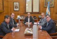 Luis Basterra con dirigentes de la Mesa de Enlace