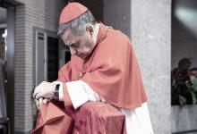 El cardenal italiano Angelo Becciu irá a juicio por corrupto.