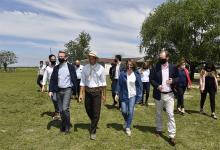 Gustavo Bordet -junto a la vicegobernadora Laura Stratta, y el ministro de la Producción, Juan José Bahillo-, presentó en el Establecimiento San Juan (Departamento Uruguay), el crédito ganadero provincial.