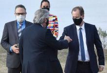 Bordet y Fernádez se saludan acto Hidrovía