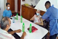 Tienen continuidad los operativos de vacunación contra el coronavirus en residencias geriátricas públicas y privadas. La inmunización de los grupos de mayor riesgo se inició el viernes, en los lugares donde culminó la vacunación de trabajadores de salud.