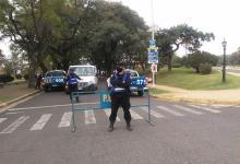Los operativos policiales reforzaron la restricción vehicular en los paseos y parques de Paraná.