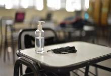 Por el índice de contagio de Covid-19, el Consejo General de Educación (CGE) decidió suspender las clases presenciales desde mañana y hasta el próximo viernes; mientras el Municipio también implementó otras restricciones.