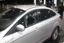 Los disparos en la ventana del auto de Valdés, en el momento que llegaron a la estación de servicio.