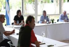 Alberto Fernández junto al jefe de Gabinete, Santiago Cafiero, y el ministro de Salud en la reunión con los especialistas que integran el comité científico por el coronavirus.