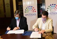 Ángel Giano y Luciano Filipuzzi rubricaron un convenio marco de colaboración entre la Cámara de Diputados de la Provincia y la Universidad Autónoma de Entre Ríos.