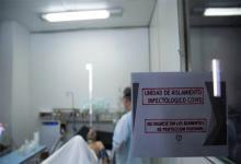 El Ministerio de Salud de la Nación informó que, en las últimas 24 horas, se registraron 215 muertes y 14.034 nuevos contagios de coronavirus. Con estos datos, el total de casos desde el inicio de la pandemia asciende a 4.526.473 y las víctimas fatales son 95.594.