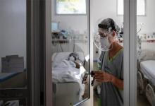 El Ministerio de Salud de la Nación informó que el total de contagios desde que comenzó la pandemia ascendió a 2.393.492 y que en total fallecieron 56.199 personas.